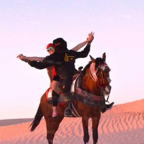Галопом по пустыне! Во время экскурсии в Сахару.