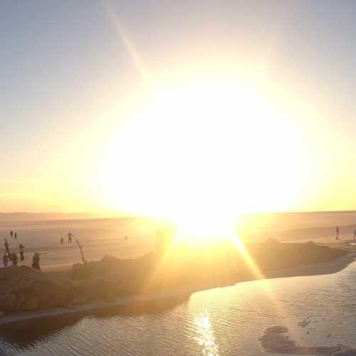 Рассвет в соляной пустыне