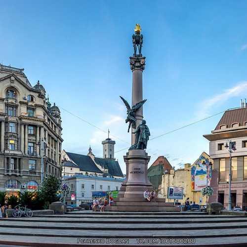 Памятник Адаму Мицкевичу в Львове