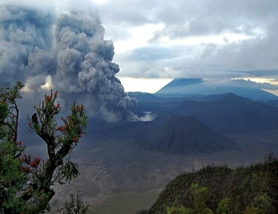 Извержение вулкана Бромо в 2011 году
