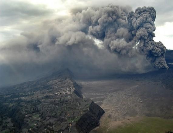 Извержение вулкана Бромо №2 и спасение крышечки