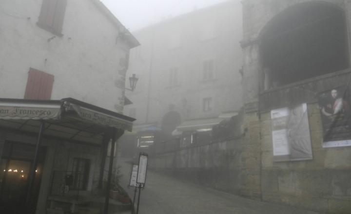 Шел по свету великан под названием-Туман