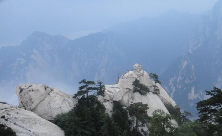 Горы Хуашань - таинственные и неприступные.