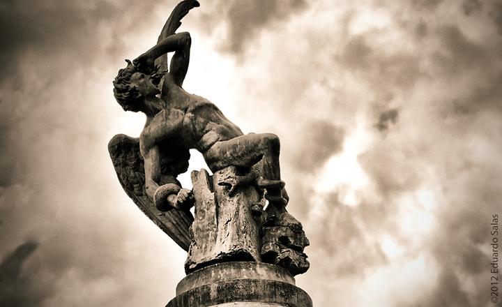 Памятник дьяволу в Мадриде