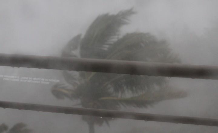 Тропический циклон Бежиза на острове Реюньон