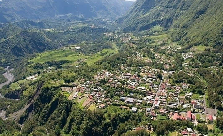 Самая красивая деревня Франции и цирк Салази