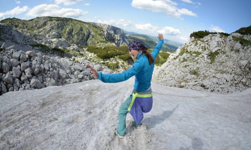 Ледяная пещера и весёлый спуск с горы
