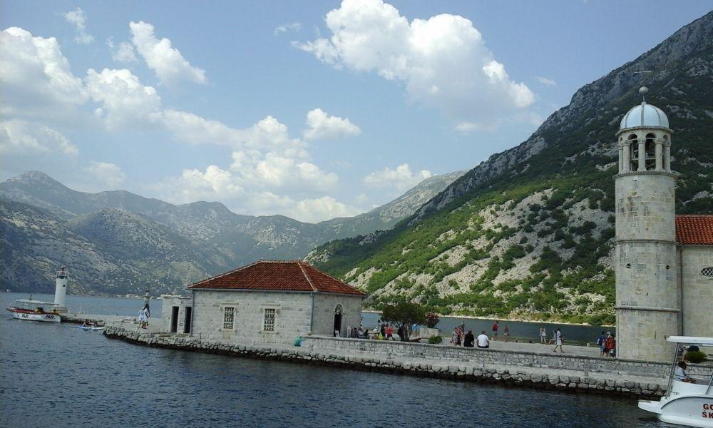 Черногория - море и горы.